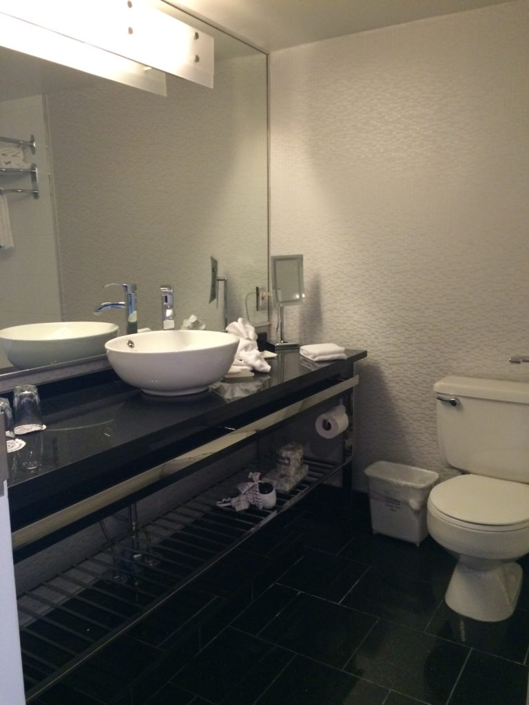 The washroom at Le Cantlie Suites in Montreal