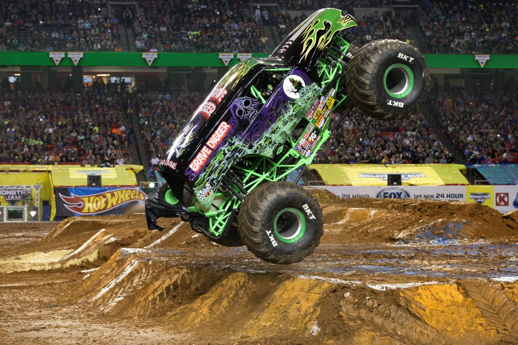Win tickets to Monster Jam® in Toronto for January 28 or 29 2017 from IDontBlog!